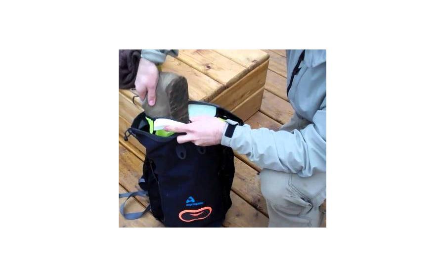 Рюкзак Aquapac WET & DRY  спина руки